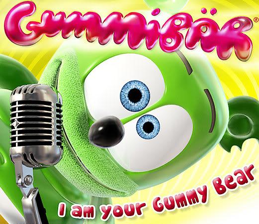 A jugar fútbol con Gummy bear A jugar fútbol con Gummy bear